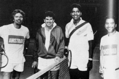 Match de charité organisé par Amstrad en 1989 (Richard Branson, Paul Mc Namee, Vijay Amritraj, Alan Sugar)