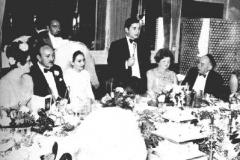 Alan faisant un discours à son mariage en 1968