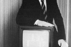 Alan présente son 1er micro ordinateur en 1984, le CPC 464