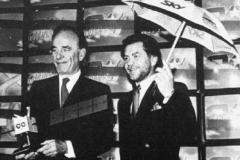 Ruppers Murdoch et Alan Sugar lançant la chaine de  TV Sky en 1988